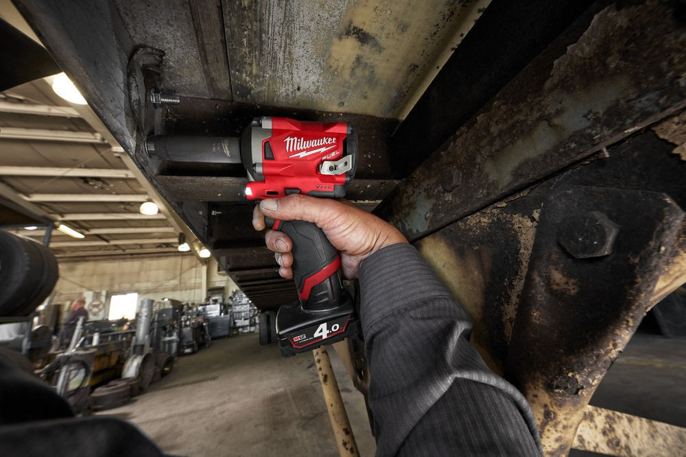 """Klucz udarowy akumulatorowy 1/2"""" 339 Nm M12 FIWF12-422X + guma ochronna MILWAUKEE (nr kat. 4933464616 + 4932478758)"""