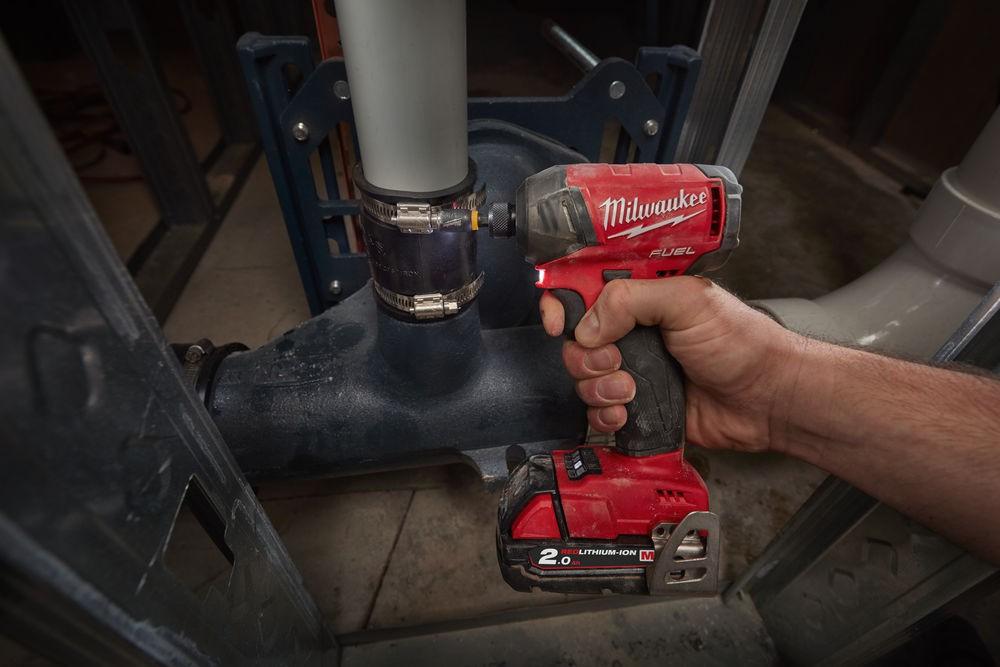 """Zakrętarka udarowa akumulatorowa 1/4"""" HEX 50 Nm SURGE M18 FQID-502X MILWAUKEE (nr kat. 4933451790)"""